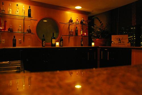 urban charm : the empty bar